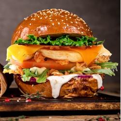 Takeaway på  Frederiksberg. Hjemmelavet Burger fra Mr Burger med crispy kartofler og hjemmerørt aioli KUN 129 kr for 2 stk