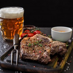 Restaurant Hereford Village tilbyder en premium steak 'n veggie menu med dessert til 2 personer - Spis i restauranten eller bestil som Takeaway